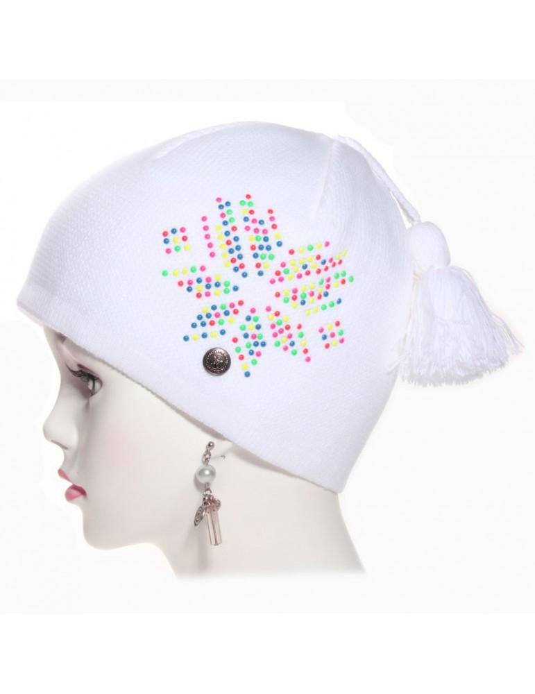 bonnet blanc avec perles de couleur