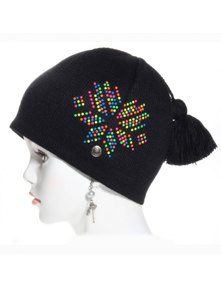bonnet noir et perles de couleur