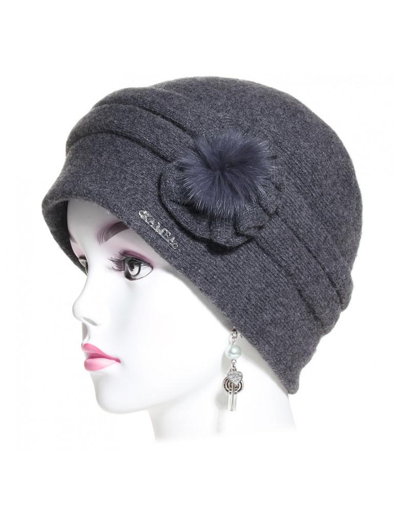 bonnet laine gris avec composition florale