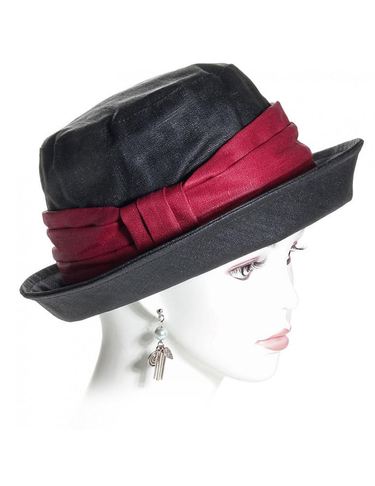 chapeau de pluie en lin noir et rouge