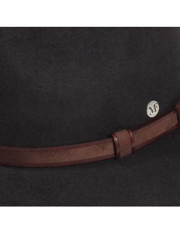chapeau feutre marron et ceinture cuir assortie