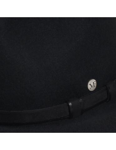 chapeau feutre noir et ceinture cuir assortie
